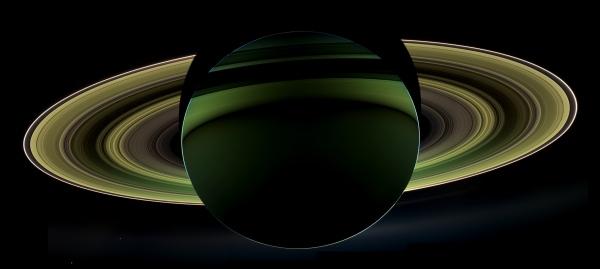 Samengesteld beeld uit opnames van Saturnus door Cassini.
