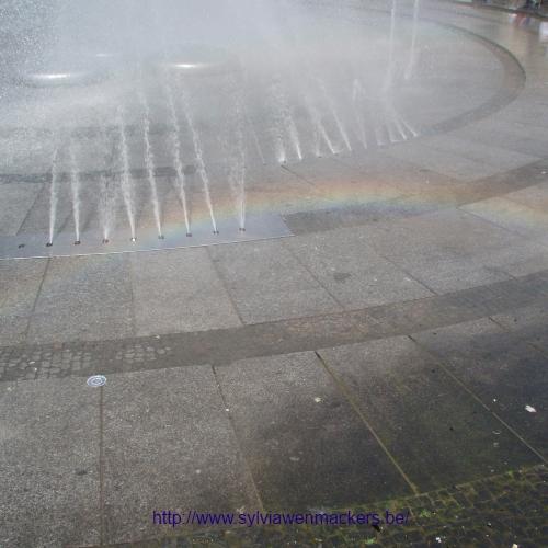 Regenboog bij een fontein in München.