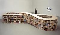Boekenkast in de vorm van een lemniscaat (symbool voor oneindig) ontworpen door Job Koelewijn in 2005.
