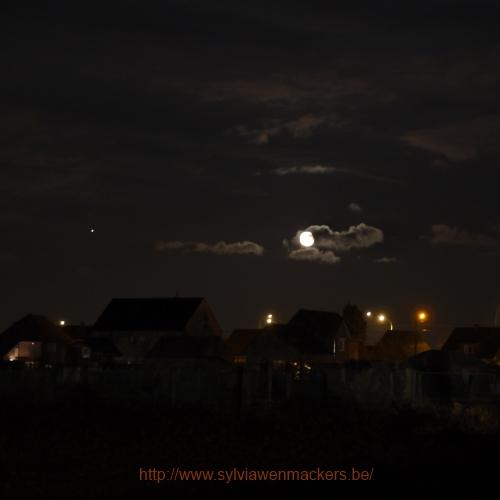 Foto van Jupiter en onze maan.