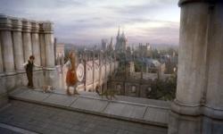 In een parallelle wereld loopt Lyra over de daken van de colleges in Oxford.
