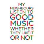 De buren luisteren naar goede muziek.
