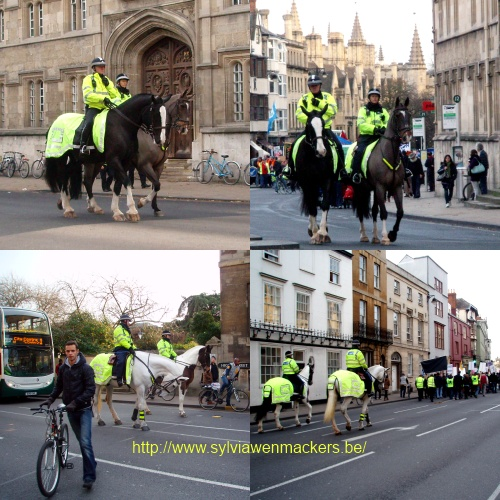 Politie te paard begeleidde de demonstranten.