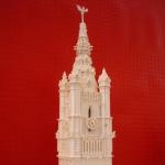 In het STAM staat dit schaalmodel in witte Lego-blokjes van het Belfort.