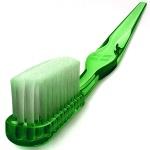 Echte liefhebbers gaan zo ver dat ze hun boom met een tandenborstel oppoetsen.