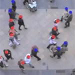 Mensen die in tegenovergestelde richtingen wandelen aangeduid in blauw en rood. Bron: Mehdi Moussaïd.